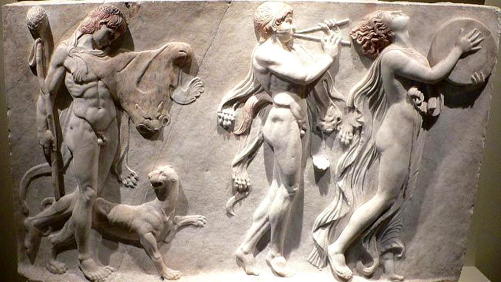 Менада и два сатира в дионисийской процессии. Рельеф из Геркуланума, ок. 100 г. н.э.